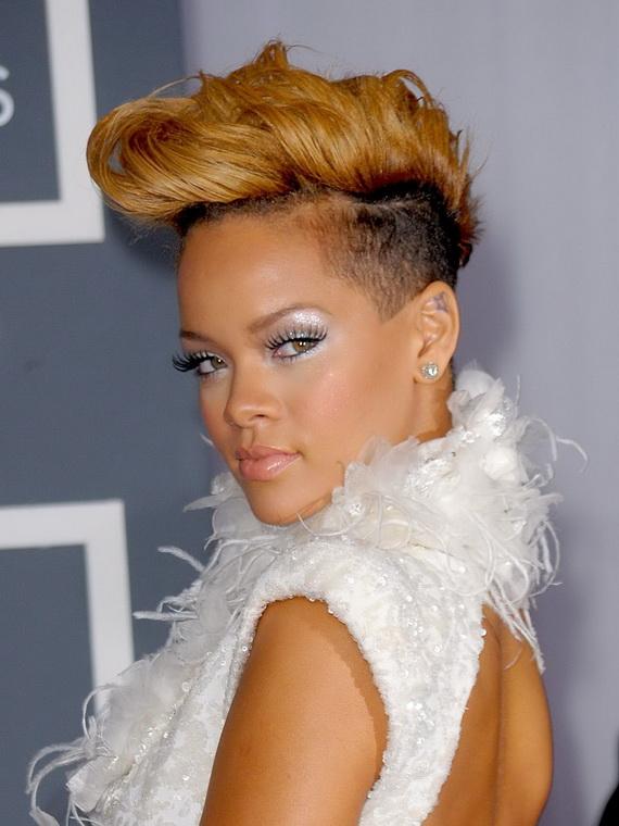 Still keeping with the short do, Rihanna lightens up her do